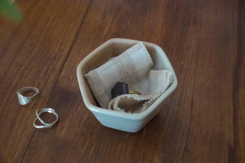 アクセサリーと小鉢