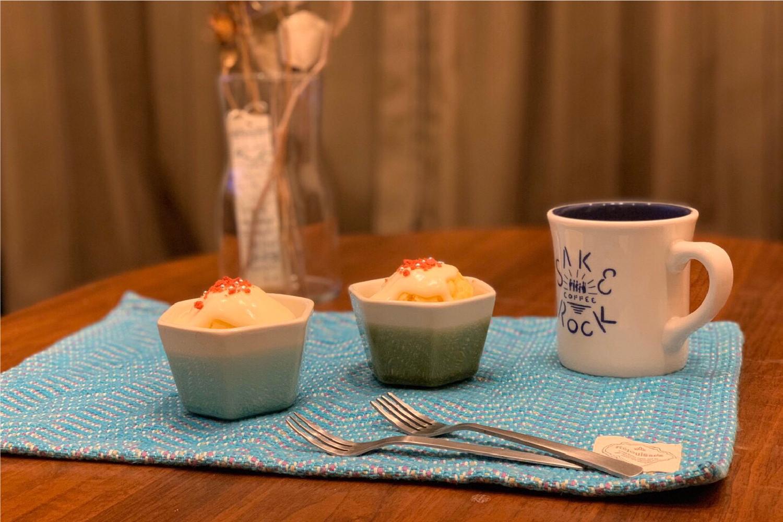 小鉢とカップケーキ